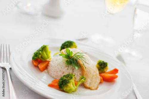 Welsfilet mit Gemüse