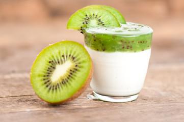 Kiwijogi mit Frucht