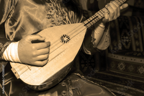 playing Turkish saz