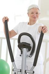 Femme senior - Entretien quotidien
