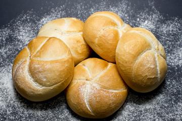 kajzerki z mąką