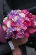 Obrazy na płótnie, fototapety, zdjęcia, fotoobrazy drukowane : wedding bouquet for bride in hands of groom