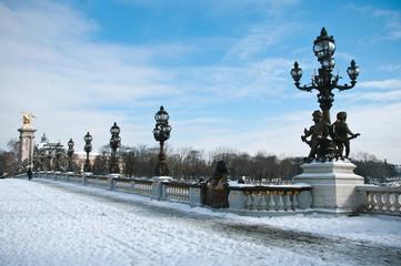 pont Alexandre III à Paris sous la neige