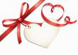 Rote Herzschleife mit Herzlabel