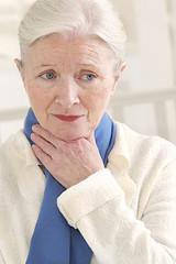 Femme - Picotements de la gorge