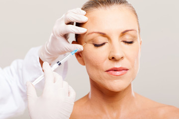 beautician giving face lifting injection