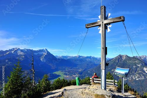 Gipfelkreuz Berg Wank Blick auf Zugspitzmassiv