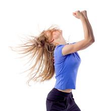 Aerobik / fitness zumba kobiet taniec z rozczochranymi włosami