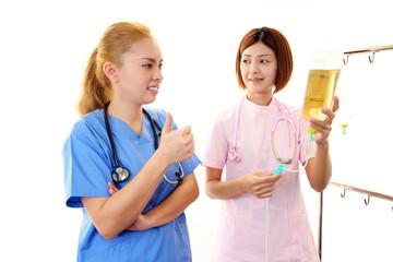 論議中の二人の女医