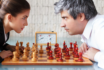 Woman and man competition, tactics