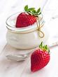canvas print picture - Frische Erdbeeren mit Vanillequark