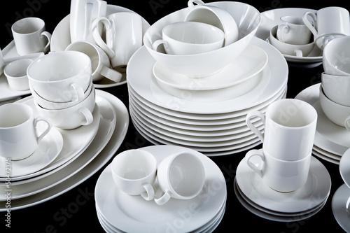 Leinwandbild Motiv Gemischter Geschirr Stapel mit Tellern Tassen und schalen