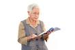 読書を楽しむ高齢者
