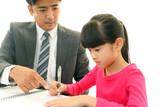 男性教師と女の子