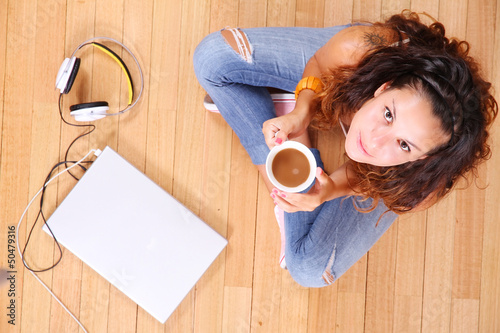 Mädchen mit Elektronik