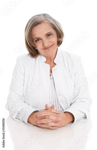 Frau Doktor - ältere Ärztin im Arztkittel