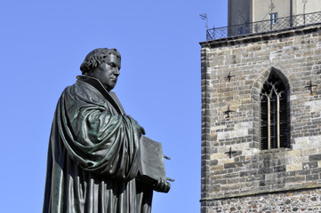 Lutherdenkmal vor Stadtkirche Wittenberg Detail