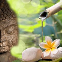 Bouddha et fontaine bambou, fleur de frangipanier