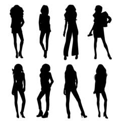 Mujeres jóvenes con ropa de moda