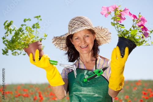 rentnerin mit pflanzen