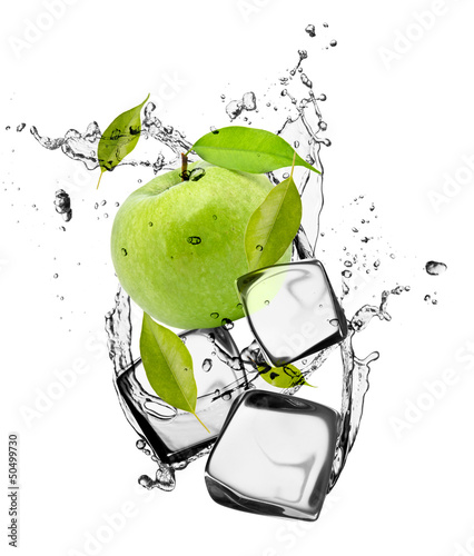 Plexiglas In het ijs Green apple with ice cubes, isolated on white background