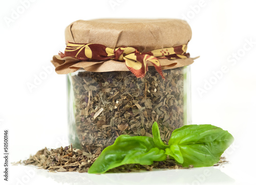 Fresh and dried basil - Basilico fresco ed  essiccato