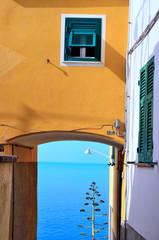 case colorate a corniglia cinque terre, italia