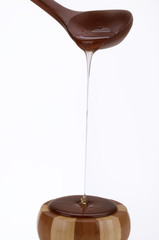 miele con cucchiaio di legno