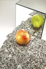 dubioses Spiegelbild eines Apfels