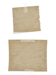 dunkle Papierstücke mit Klebestreifen