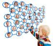 Kind berührt Verwandtschaft im Social Netzwork