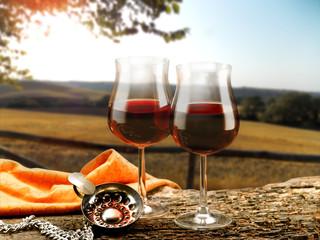 bicchieri di vino rosso e decanter