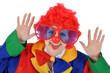 Junge Frau als Clown verkleidet