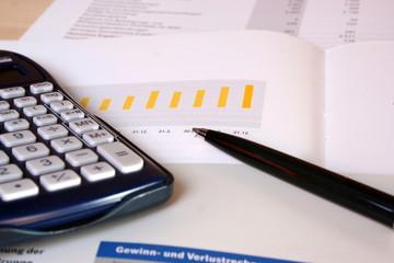 Taschenrechner auf Bilanz