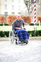 Mann im Rollstuhl