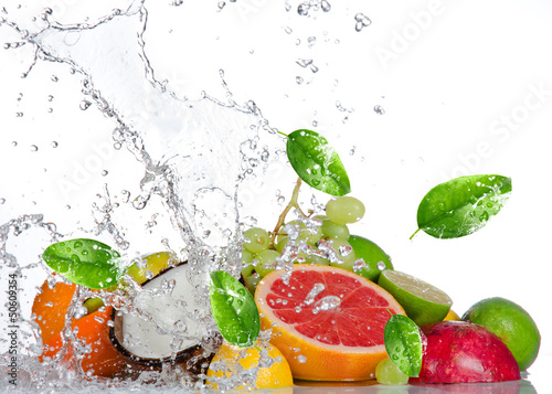Zdjęcia na płótnie, fototapety na wymiar, obrazy na ścianę : Fresh fruits with water splash isolated on white