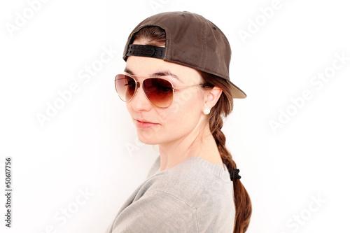 junge Frau mit Cappy