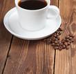Kaffeetasse mit Bohnen auf Holz I