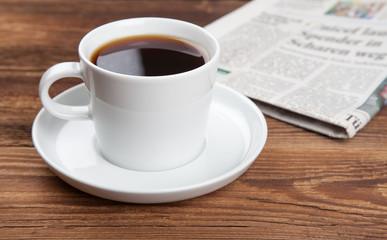 Kaffeetasse mit Zeitung