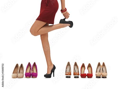dlugie-nogi-kobiety-na-wysokich-obcasach