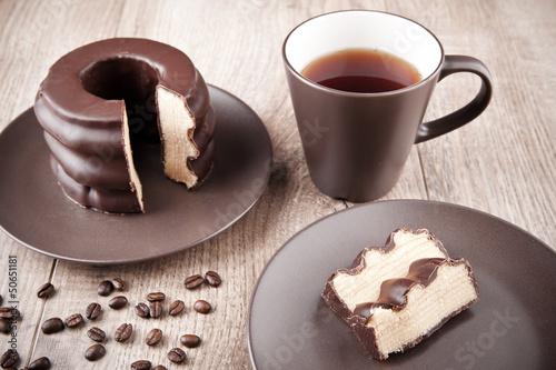 Baumkuchen und Tasse Kaffee - 50651181