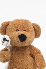 teddybär mit stromkabel