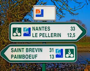 Panneaux de directions de la Loirre à vélo