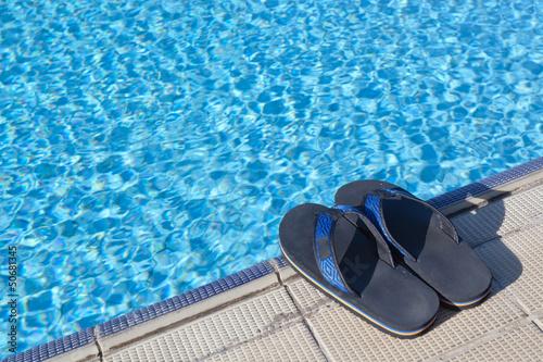 tongues en bordure de piscine