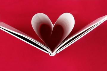 herzförmige Buchseiten