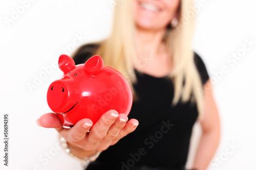 Hübsche Frauen mit rotem Sparschwein