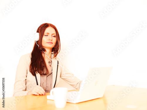 Sekretärin hört Musik