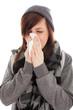 Das junge Mädchen putzt sich die Nase