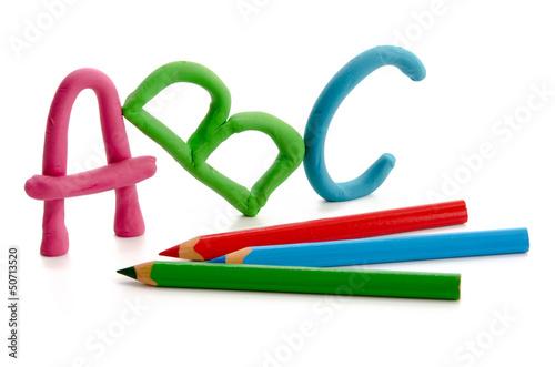 ABC und Buntstifte