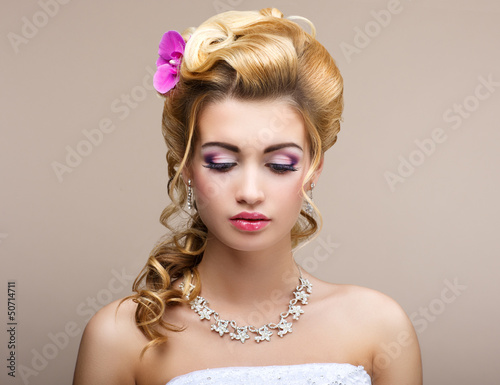 Wedding. Bride with Diamond Necklace. Elegance & Femininity